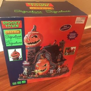 Lemax spooky town signature new in box